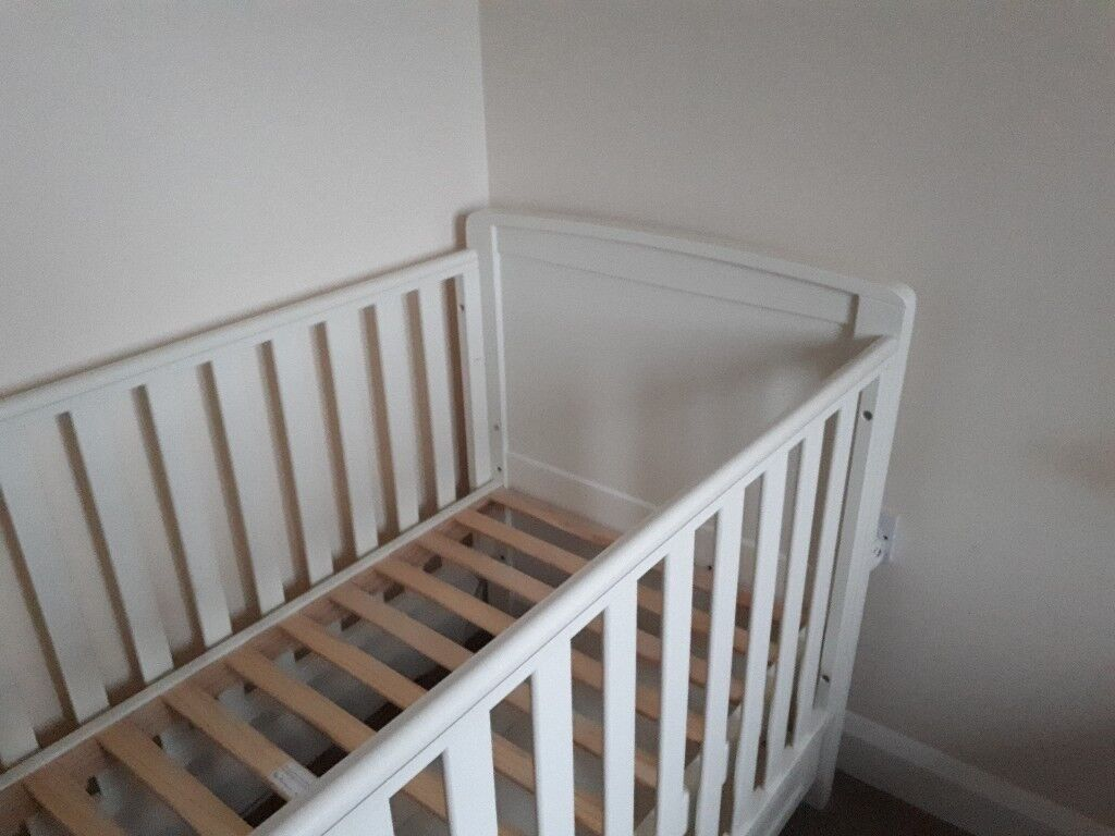 RRP £650 Silver Cross Nostalgia Cotbed, Antique White and John Lewis Organic Cotbed Matress