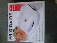 FRIGIDAIRE 2 SLICE SANDWICH MAKER NEW IN BOX