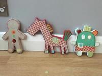 Kids wall mounted figures