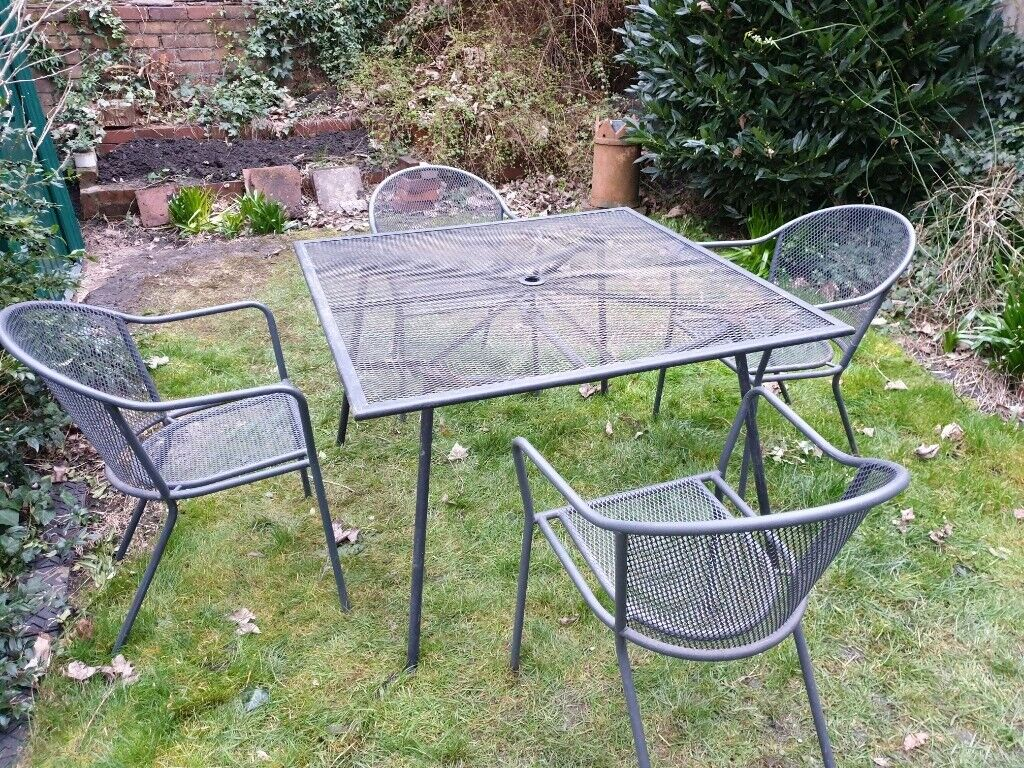 Four garden chairs and matching table