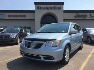 2013 Chrysler Town & Country GORGEOUS ONE OWNER UNIT!