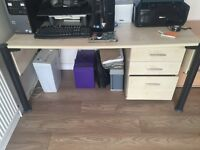 Office desk with 3 drawer mobile filing unit
