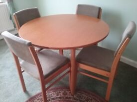Round family social DINING TABLE and 4 CHAIRS padded seats table 42ins 105cm diameter