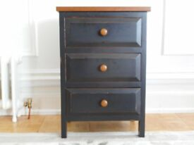 Three drawer bedside chest.