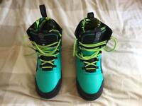 Wakeboard boots and bindings