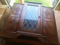 Solid oak drinks display cabinet / drinking unit .Ideal project. Very heavy.