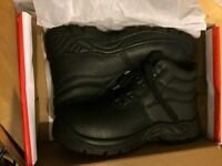 Steel toe cap boots size 9 brand new in the box!! Barhain
