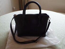 NEW UNUSED BLACK LEATHER LOOK HANDBAG
