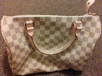 Louis Vuitton lady hand bage