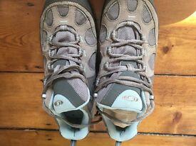 Women's goretex saloman walking shoes