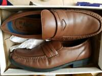 Clarks size 10.5H mens shoes. Nearly as new.