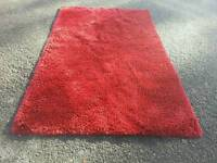 Nice shaggy rug in vine coulour 150cm x 240cm in used condition! Can deliver! Thank you
