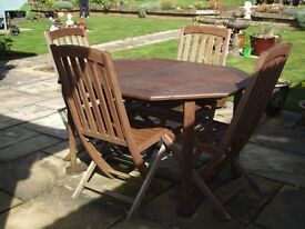 Wooden Garden Extending Table, Parasol, 6 chairs & seat pads