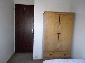 St.Ives Huntingdon Cambridgeshire Single Room, Shared House. WIFi, Guided Bus