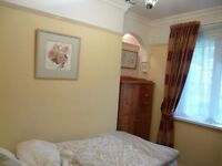 SHORT TERM LET - Small single room available in in Hotwells - November