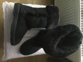 ONE PAIR OF BLACK BOOTS