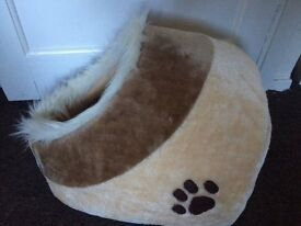 CAT IGLOO BED AND CARRIER...BRAND NEW UNUSED...GREAT XMAS GIFT
