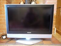 "Panasonic 32"" Digital LCD TV (model TX-32LXD52)"