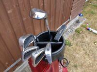 Pinseeker Golf clubs and bag