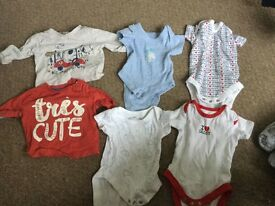 Up to 1 month baby clothes bundle. 2 x t-shirt, 4x vests - 6 items in total