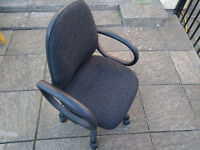 Padded swivel chair with adjustable height seat & armrests