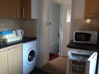 CLOSE TO AVERY HILL CAMPUS 4 bed student flat fully equipped/furnished