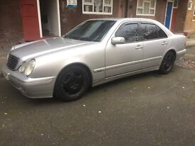 Mercedes Benz E220 2002 2.6 petrol Avantgarde Automatic..