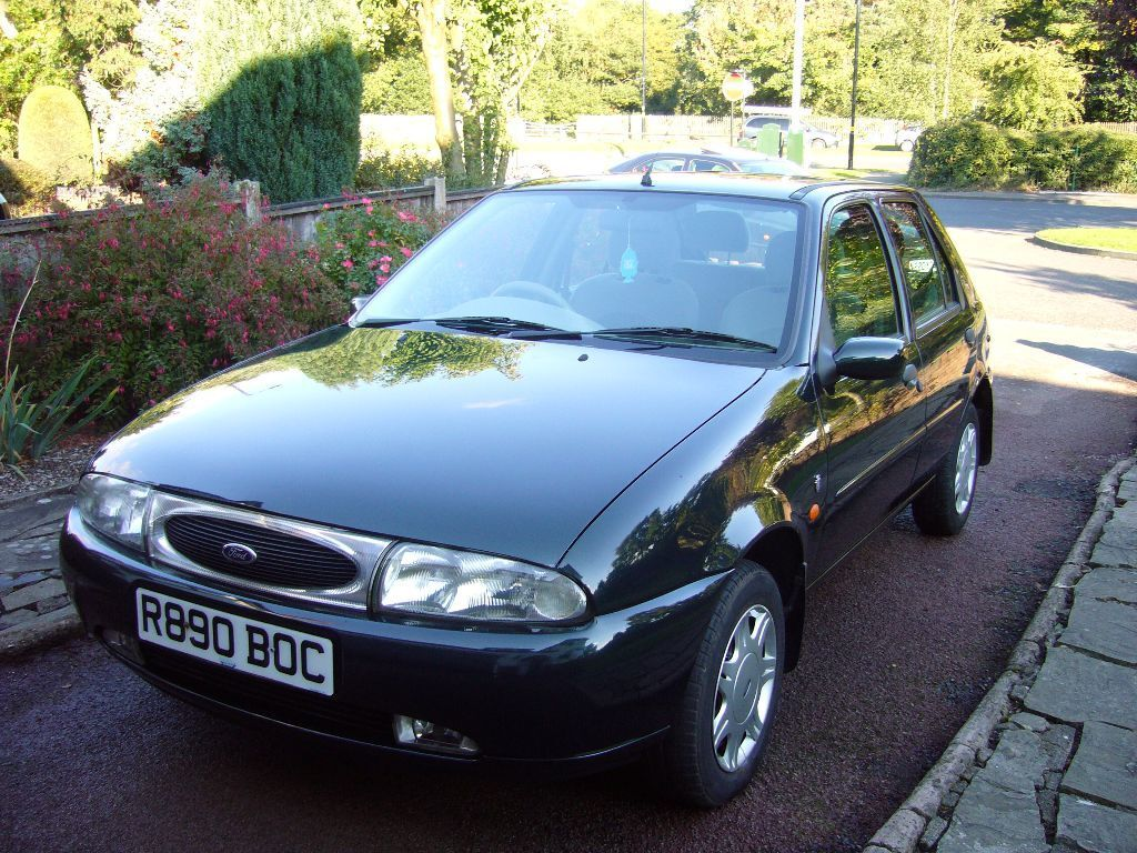 ford fiesta ghia 16v zetec engine 1998 5 door tourmallard green 96500 miles in. Black Bedroom Furniture Sets. Home Design Ideas