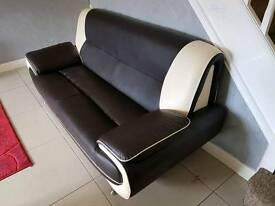 3 seater leather sofa good condition hardley used