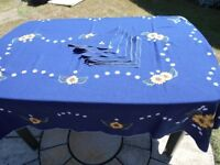 LARGE BLUE TABLECLOTH WITH 6 NAPKINS