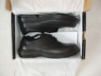 pair of size 9 safety shoes