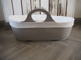 Moba Moses Basket in Dove Grey with 3 Fitted Sheets