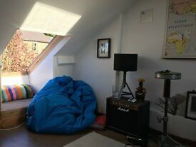Attic room in 3 bed flat - perfect location