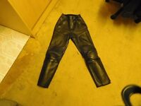 BIKER LEATHER TROUSERS 28-30 WAIST FULLY ARMOURED ONLY £25 PLUS BOOTS SIZE 10 ONLY £10 !!