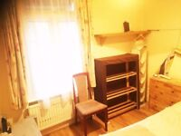 Good size SINGLE room and friendly people! MOVE IN NOW!