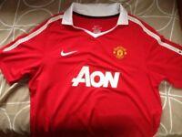 Boy's Manchester United Football Shirt (XL)