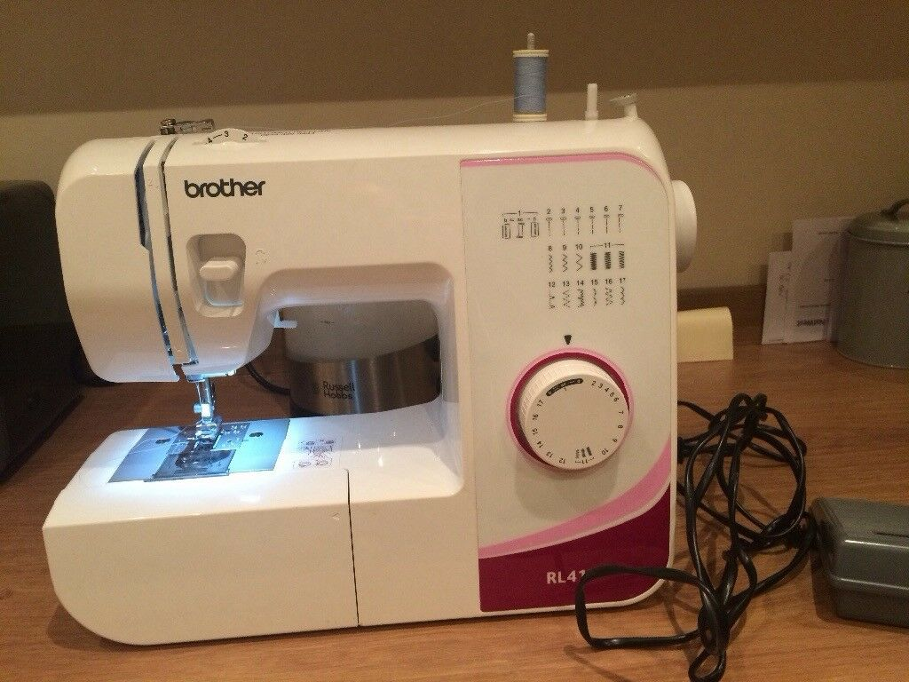 Brother sewing machine hardly used. 17 different stitch patterns