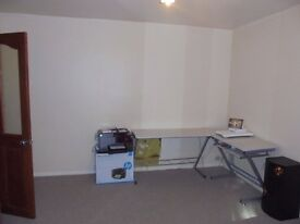 Comfortable Double Room with High Quality Fixtures in a Two Bedroom shared Flat, SE7 . Charlton