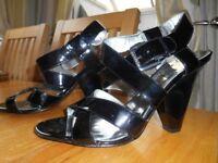 Ladies 4'' heel shoes size 7