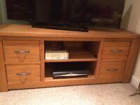 Cambridge Solid Light coloured Oak TV unit