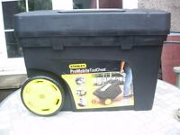 STANLEY PROFESSIONAL TOOL BOX ON WHEELS NEW.