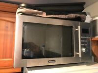 DeLonghi 900W microwave with fan oven (needs repair)