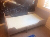 Extendable Kid Bed frame with Mattress