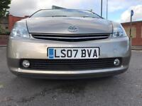 TOYOTA PRIUS T-SPIRIT WITH NAVIGATION REVERSE CAMERA BLUETOOTH AND MANY MORE