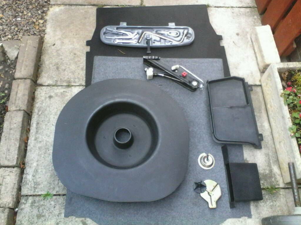 BMW 3 SERIES PARTS : boot liner / wheel cover / jack / toolkit / battery cover