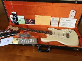 FENDER AMERICAN VINTAGE 65 STRATOCASTER IN OLYMPIC WHITE
