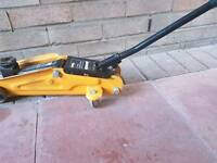 2 Tonne Hydraulic Trolley Jack short Wheel Base.
