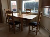Oak dining room table for 4 to 6 people (including extension leaves) and 4 chairs