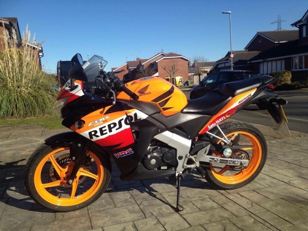 honda cbr 125 r c repsol colours orange in poulton le. Black Bedroom Furniture Sets. Home Design Ideas