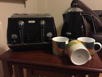 Delonghi 4 Slice Toaster & Kettle Plus 3 Jamie Oliver Jme Mugs